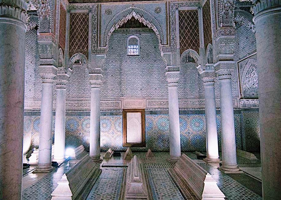 Visite incontournable de Marrakech #5 : Les tombeaux Saadiens. Le mausolée aux douze colonnes.