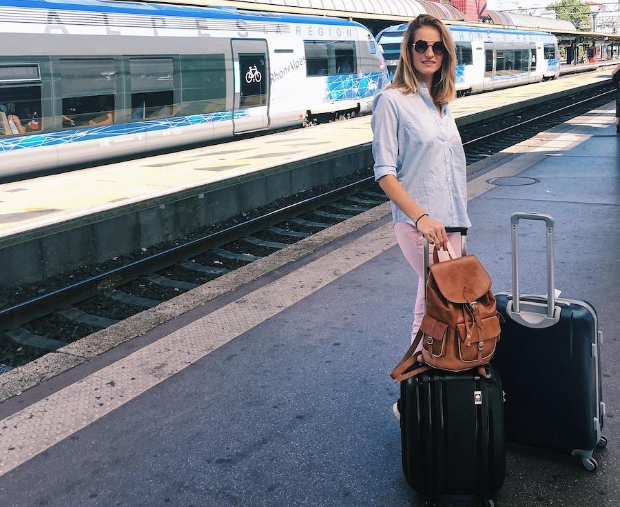 Valise préparée, prête pour voyager.