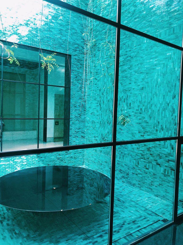 Intérieur du musée Yves Saint Laurent.