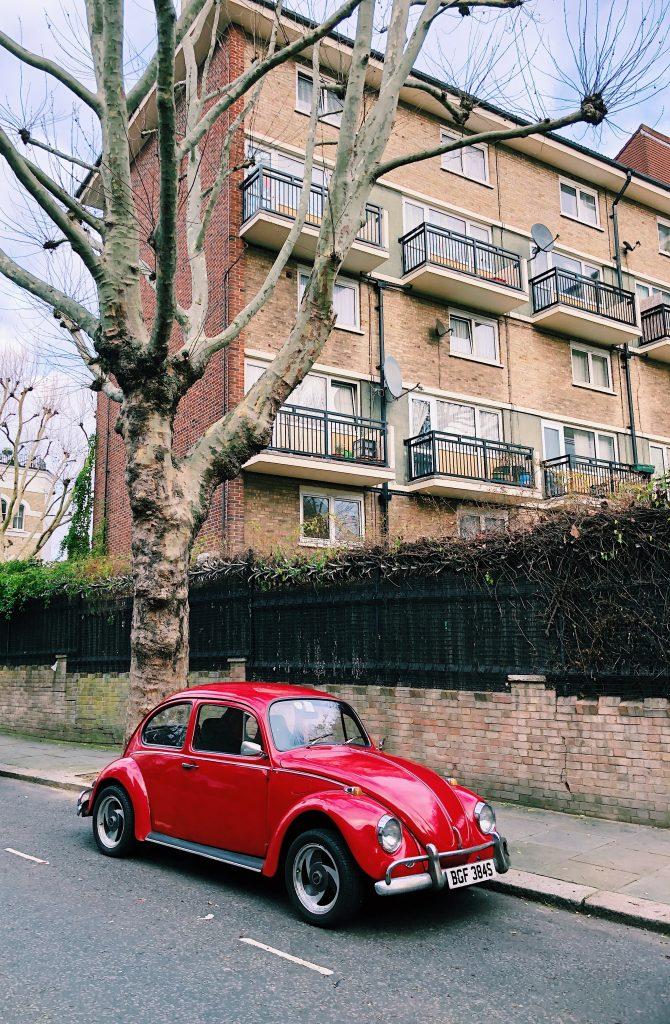 Voiture Coccinelle dans les rues de Londres